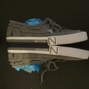 NAUTICA LACE UP BOAT SHOES. SIZE 13.